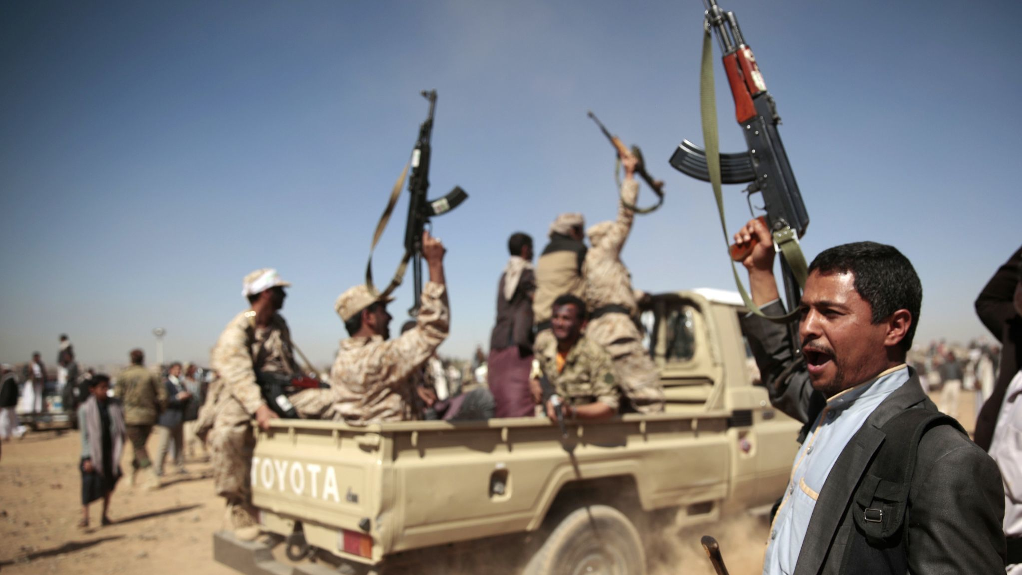 Yemeni forces advance on key port city