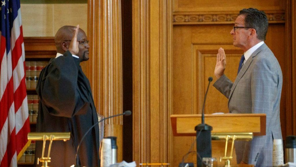 Richard A. Robinson Sworn In As Chief Justice Of the Connecticut Supreme Court | Hartford Courant