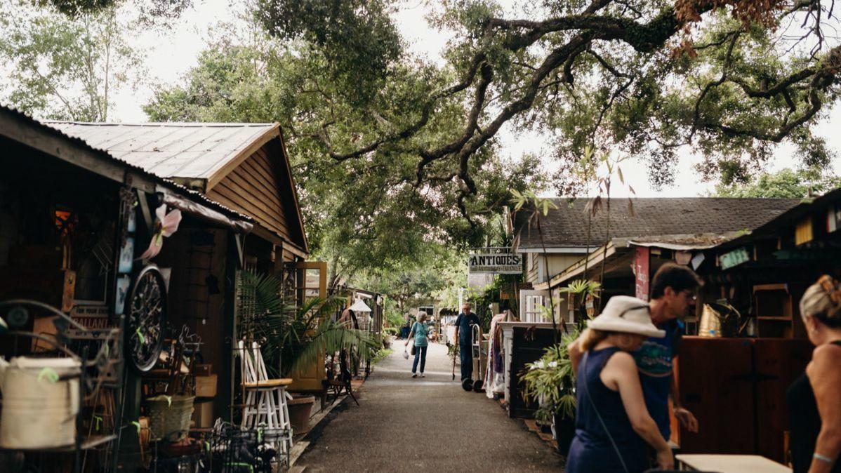 Renninger's Vintage Antique Center / Farmer's & Flea Market