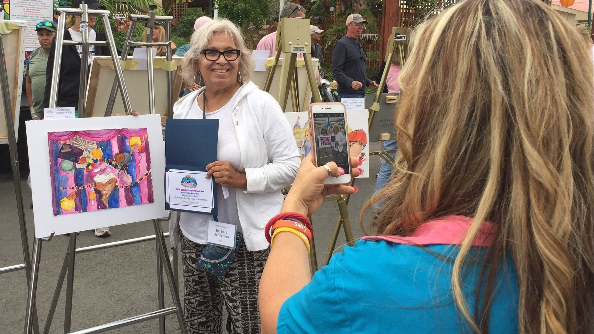 Painting in public provides benefits, artists find