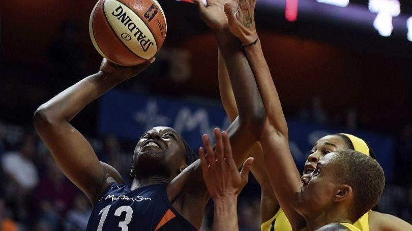Chiney Ogwumike downs sister, Sparks with late layup