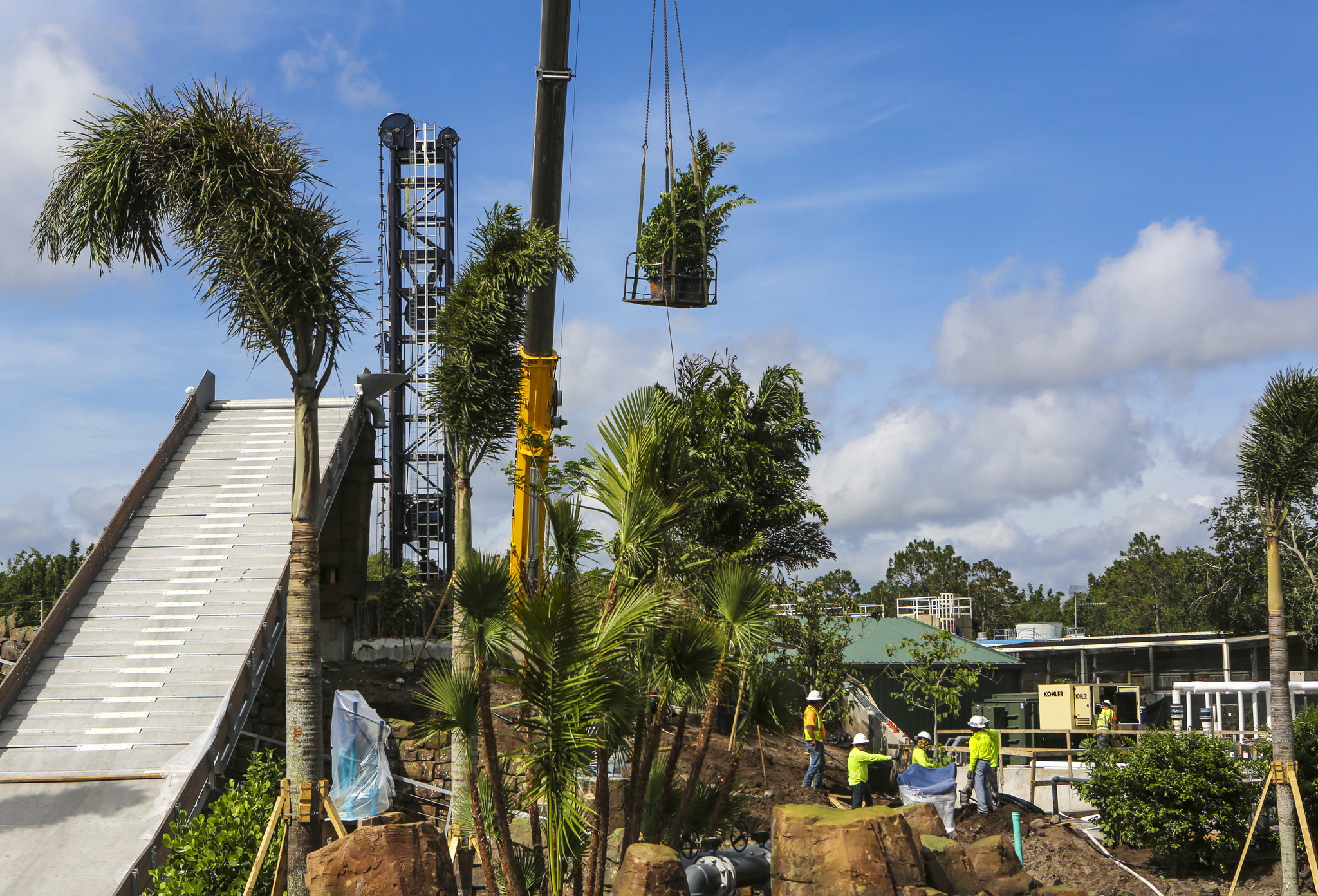 Local construction crane supplier buys Orlando warehouse property to ...