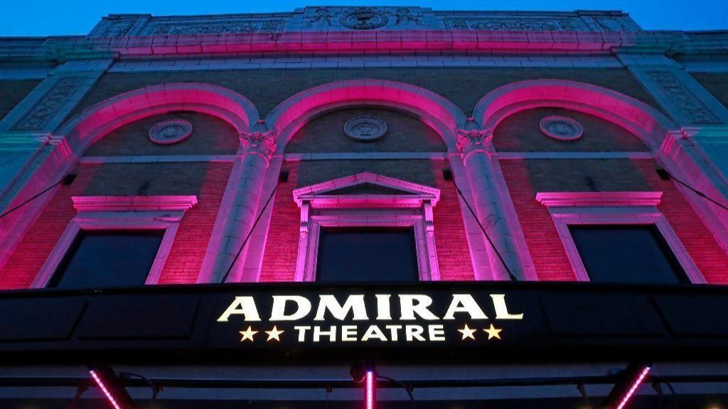 Exotic dancer sues Admiral Theatre for denying her employee wages and benefits | Chicago Tribune