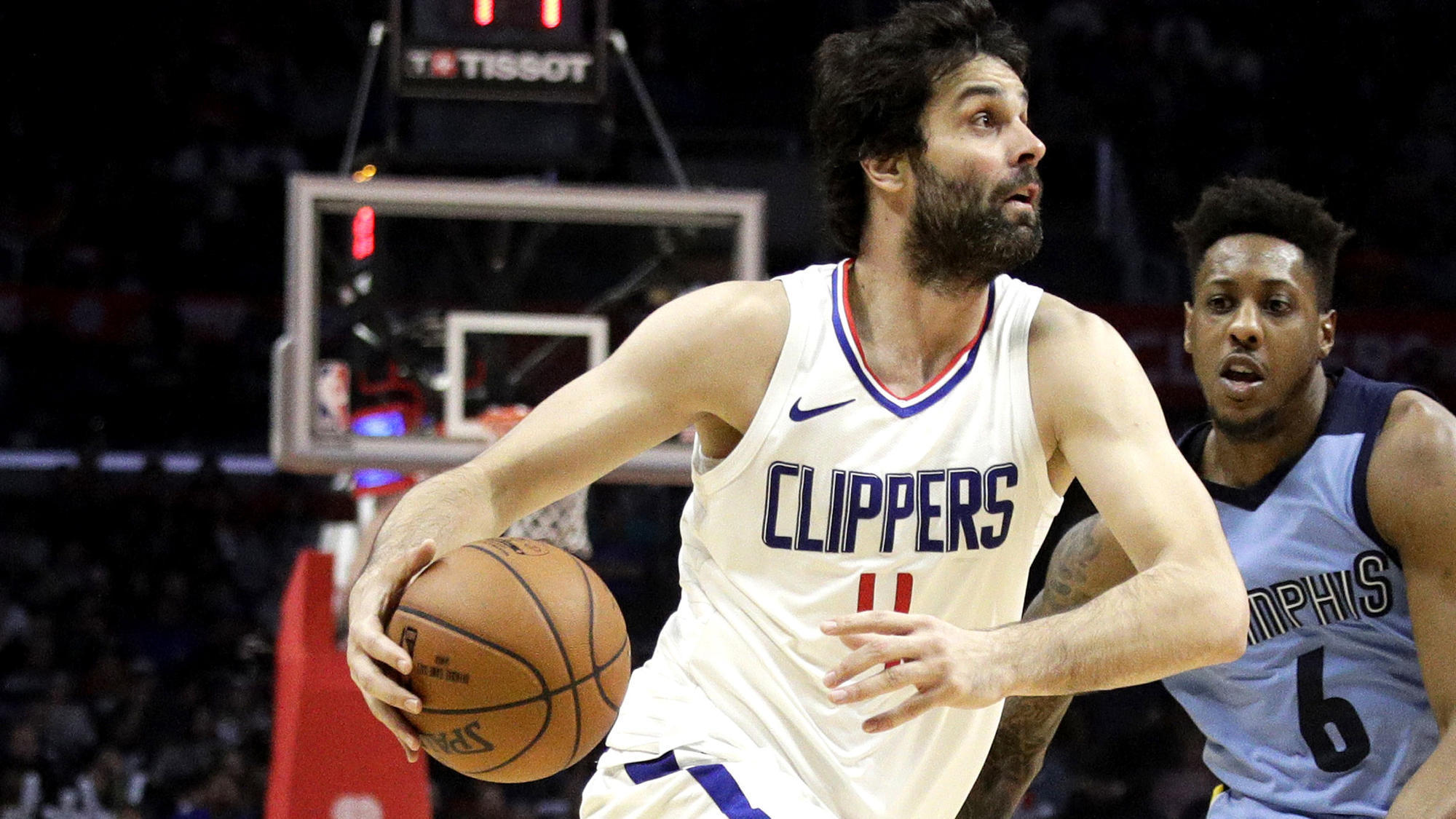 Clippers will keep Milos Teodosic despite crowded backcourt