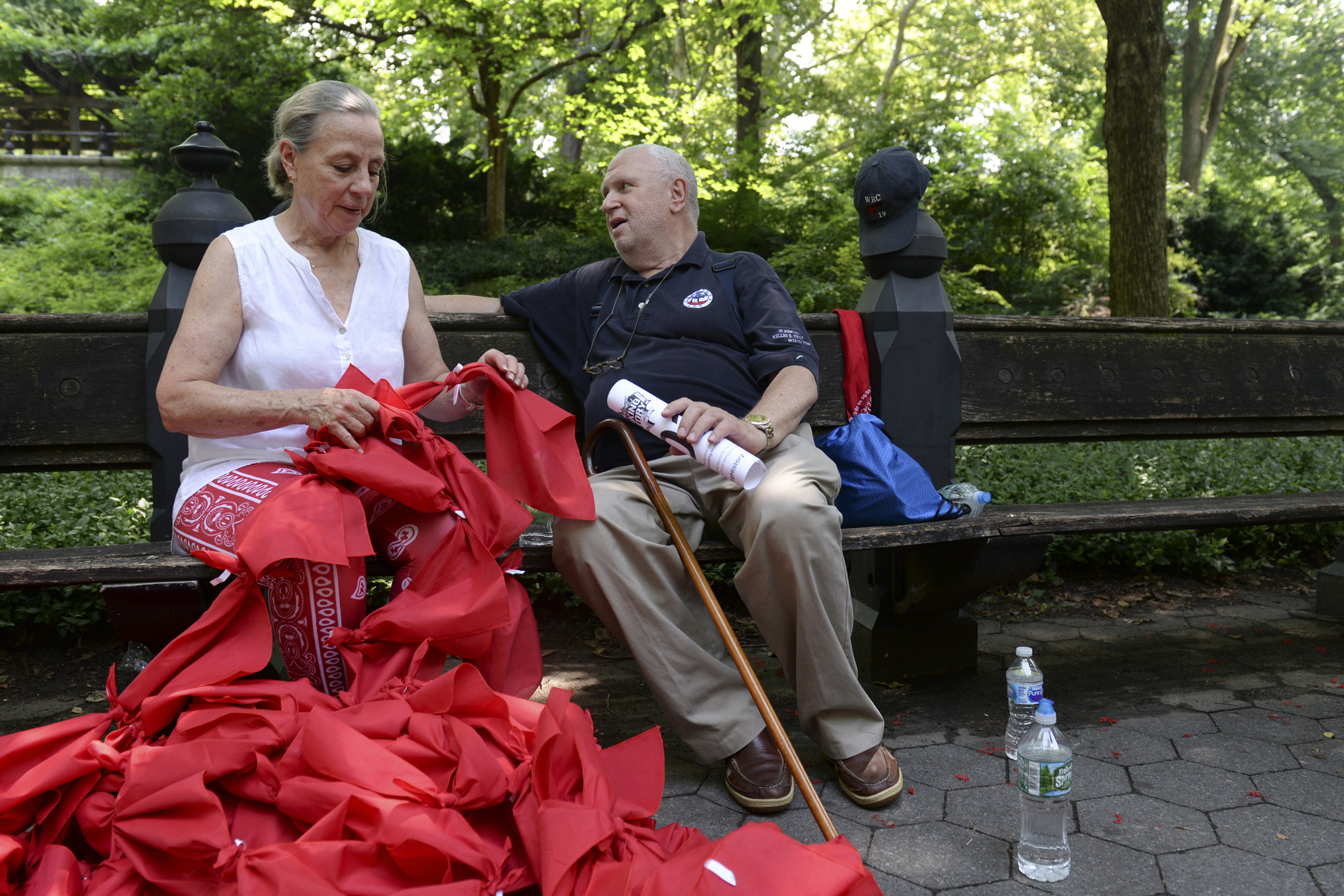 Participants tie bandannas together to break record in honor of fallen 9/11 hero | New York Daily News