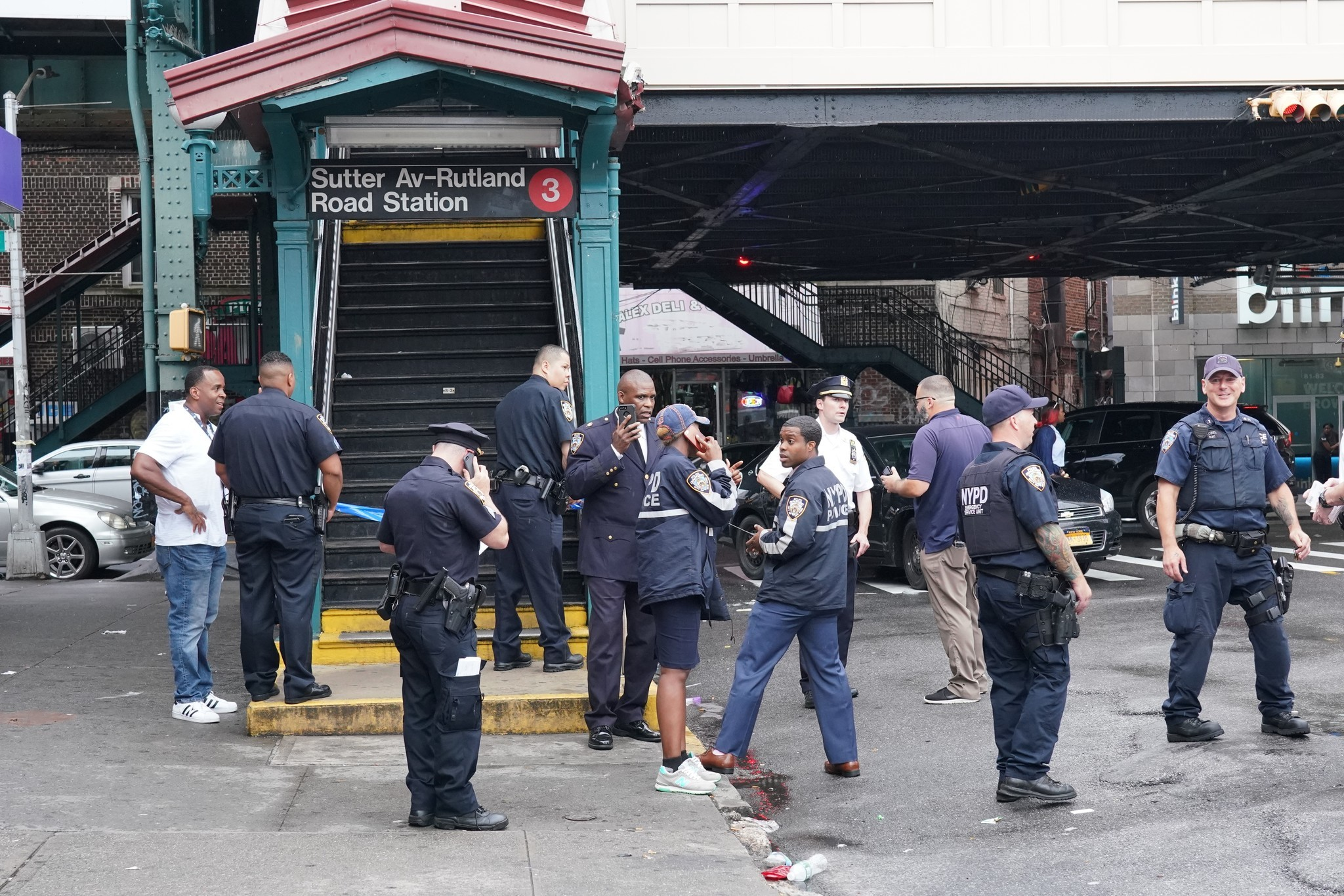 Off-duty transit worker shot in arm on Brooklyn subway, cops say | New York Daily News