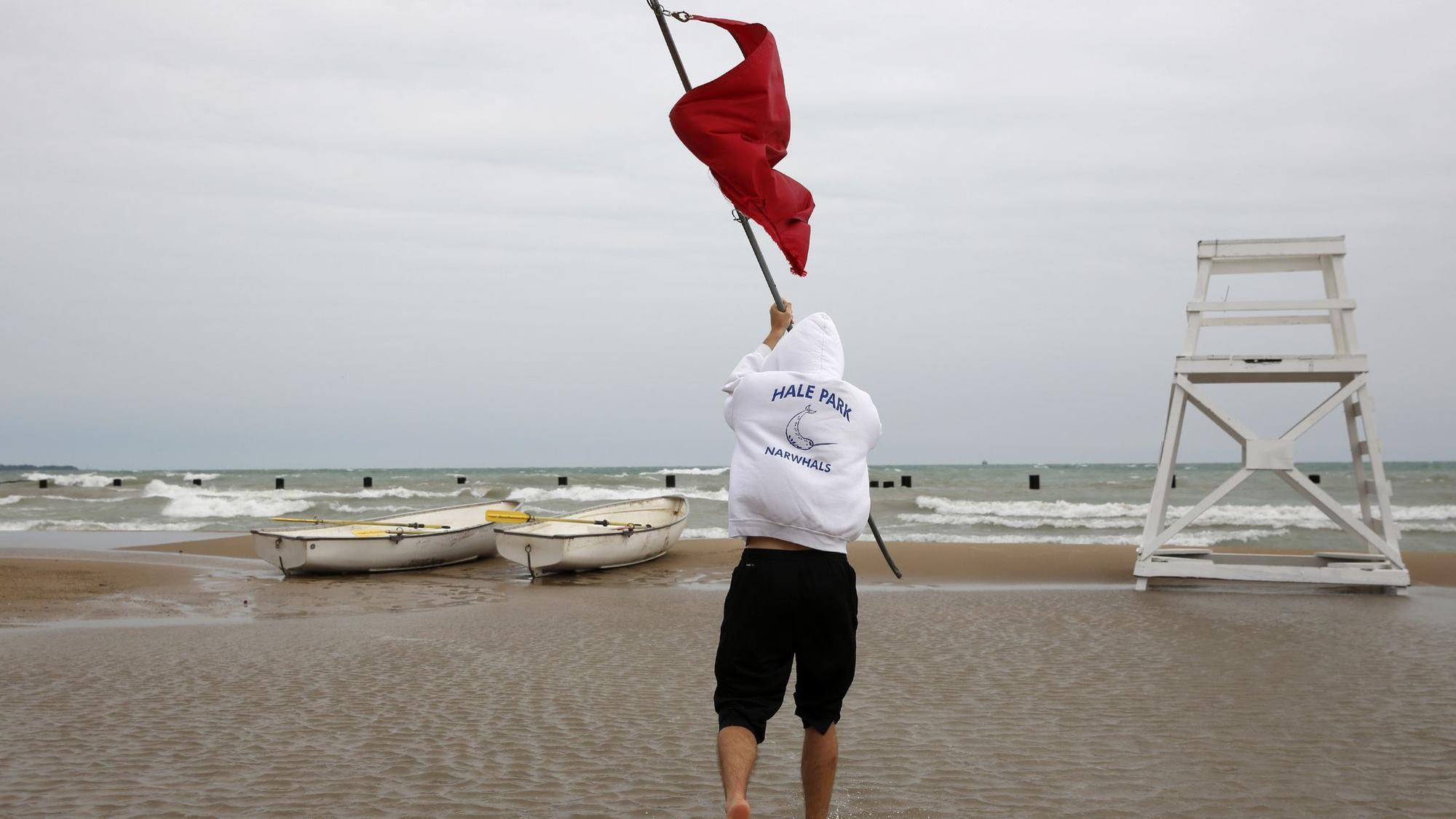 Followings Drowning City Takes Steps That Include Posting Red Flag When Lifeguards Not On Duty Chicago Tribune