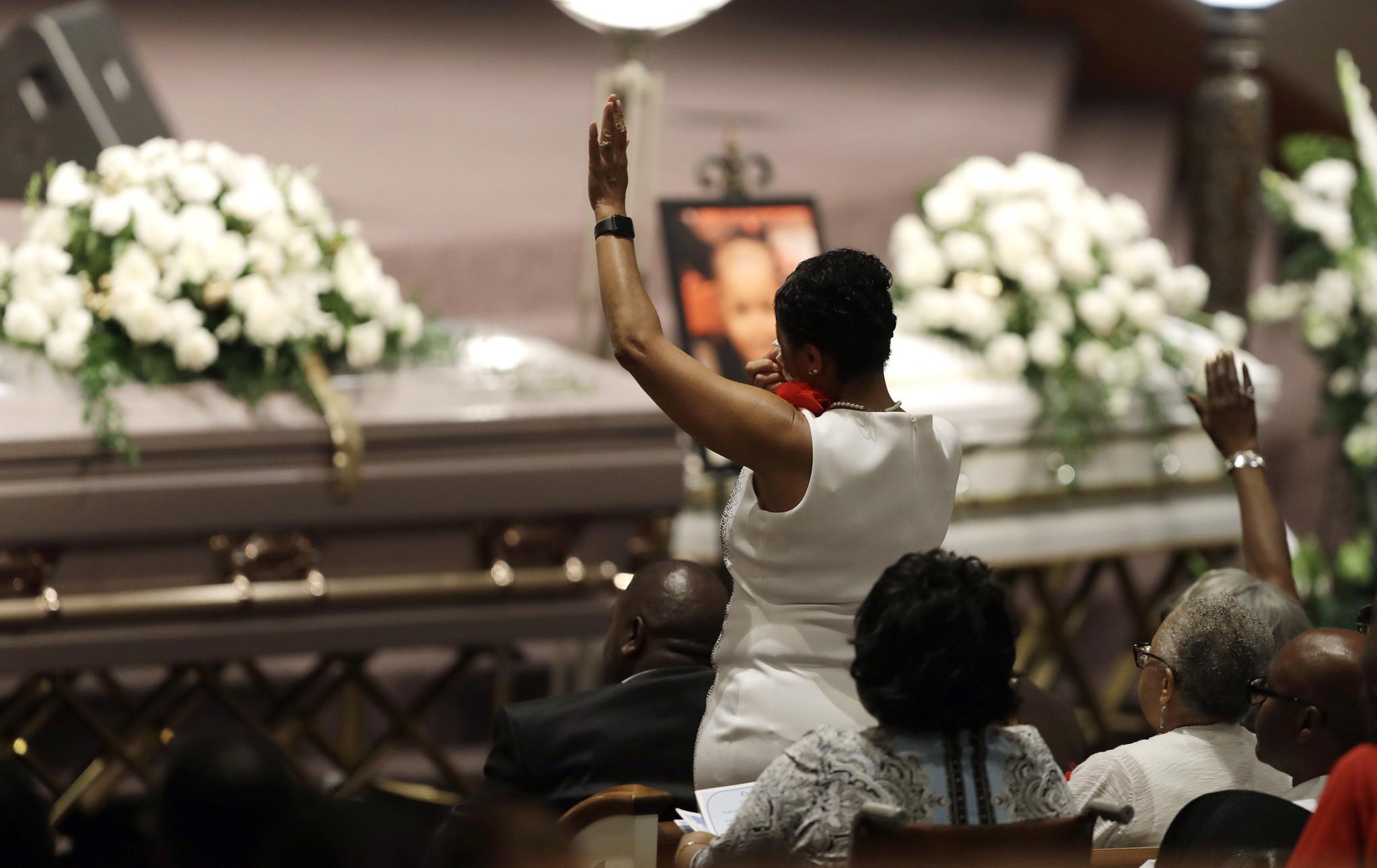 Funeral held for last 5 of 9 indiana relatives killed in missouri funeral held for last 5 of 9 indiana relatives killed in missouri duck boat sinking chicago tribune izmirmasajfo