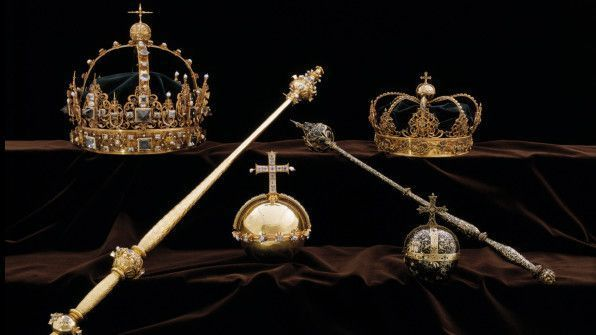 Thieves steal Swedish royal jewels and escape by speedboat