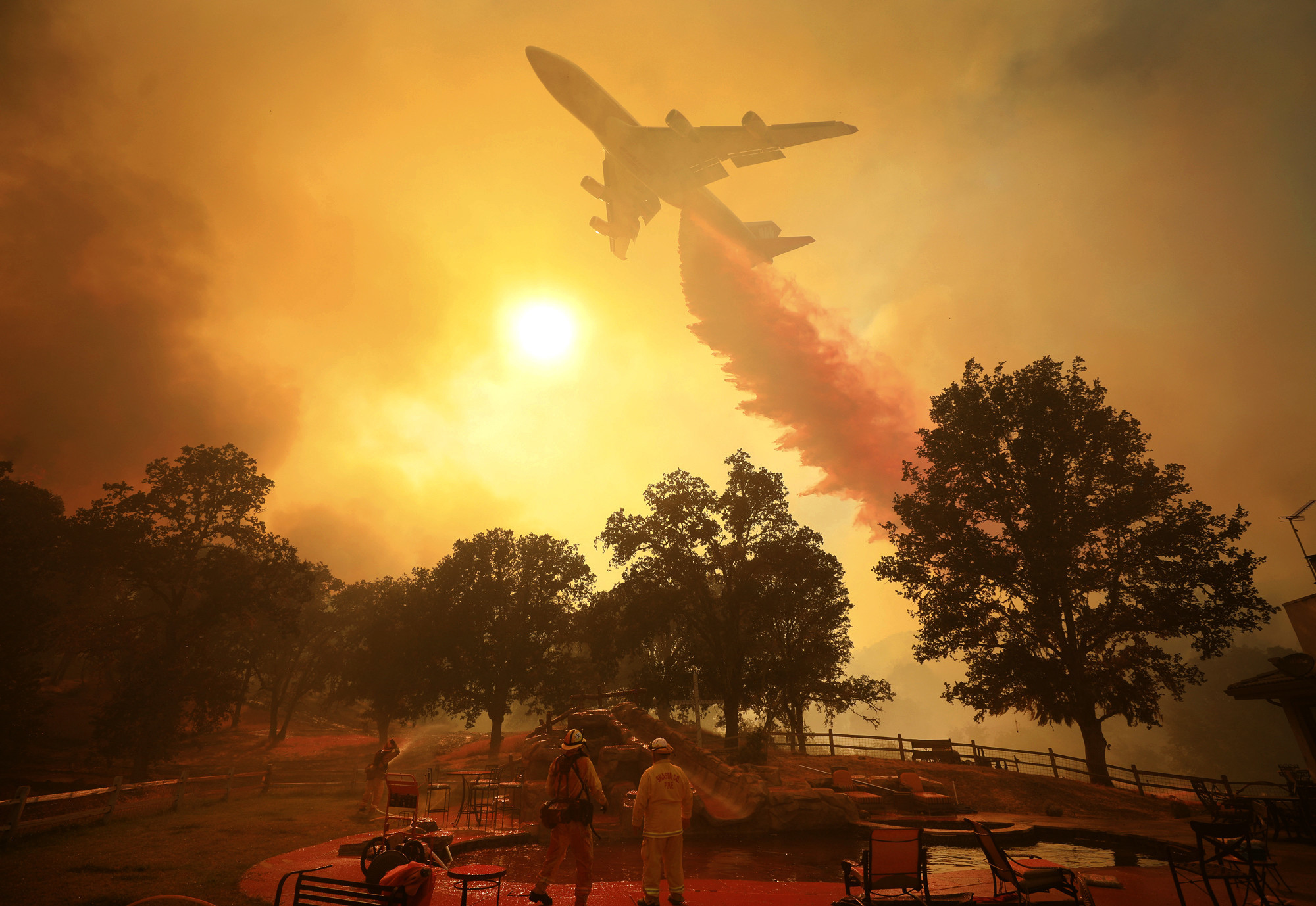 Deadly Northern California fire destroys more than 1,000 homes