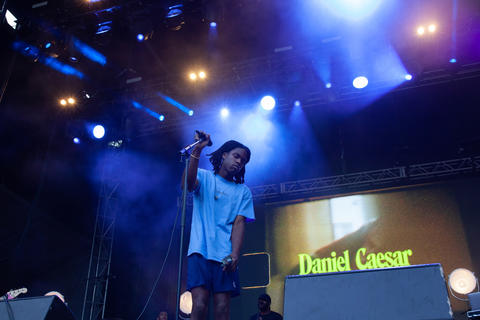 Daniel Caesar performs on the American Eagle stage, Saturday, August 4, 2018.