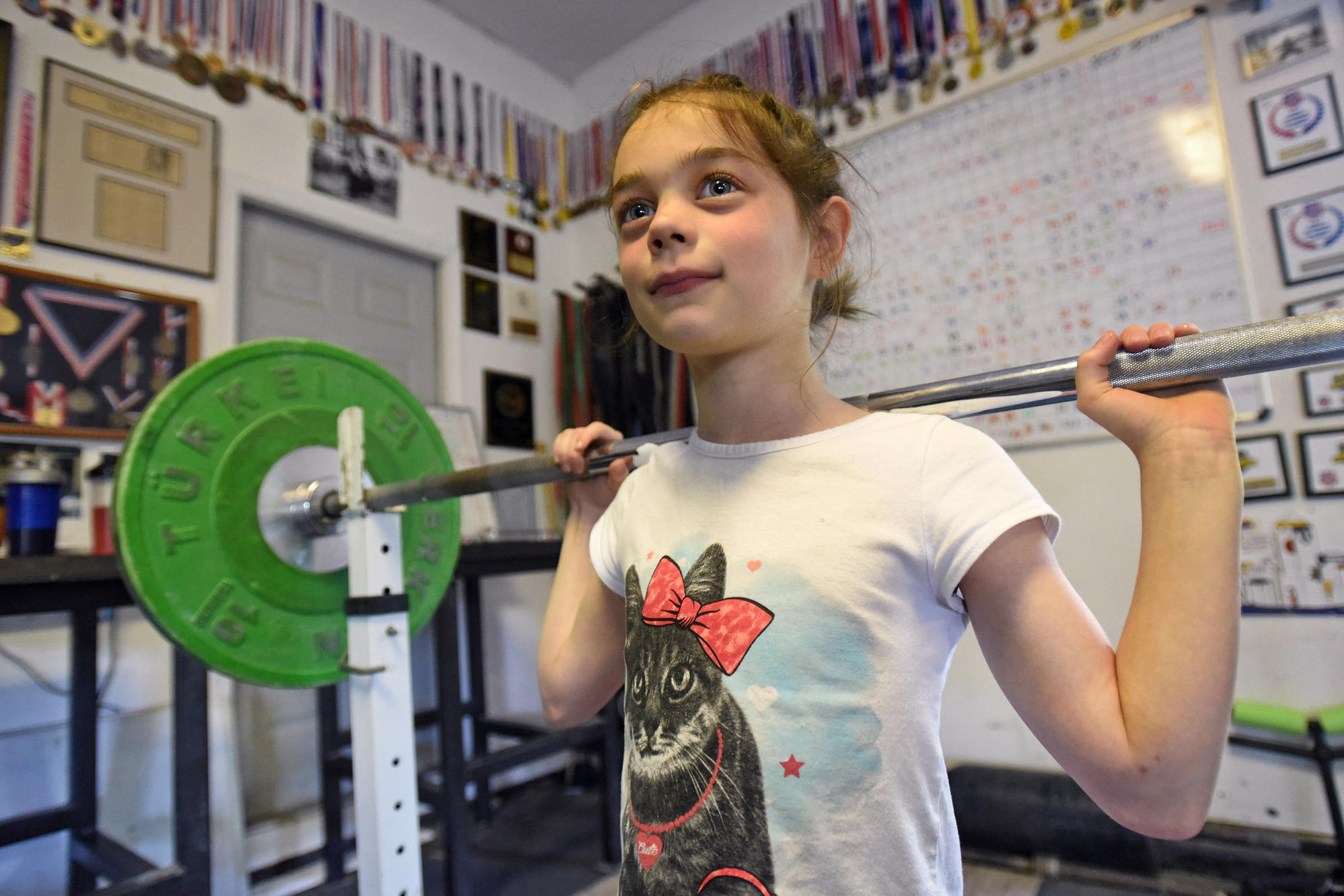 Eight-year-old Parkton powerlifter Kensie Maizels shatters records with a smile | Baltimore Sun