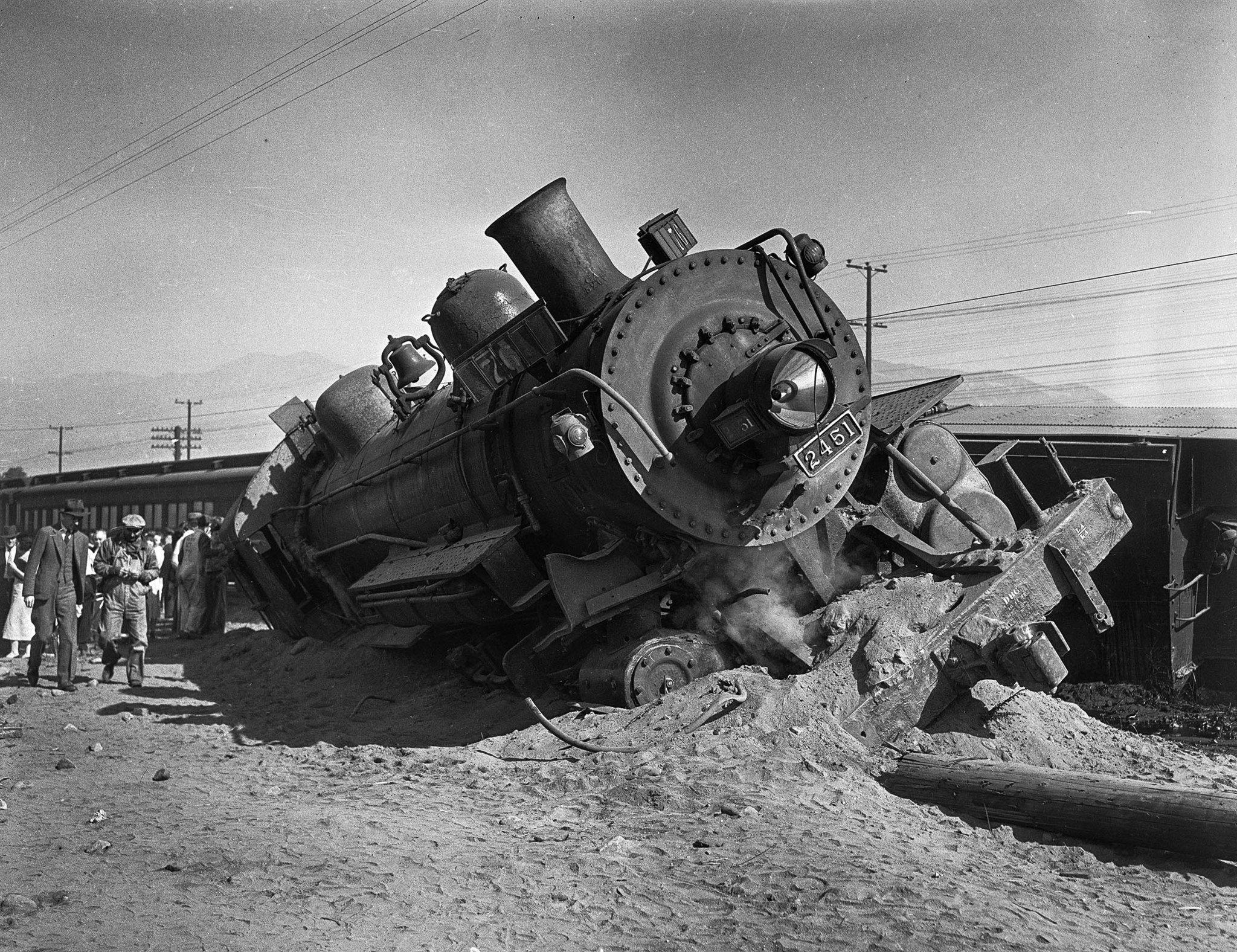 From the Archives: 1935 train wreck in Glendale hurts dozen