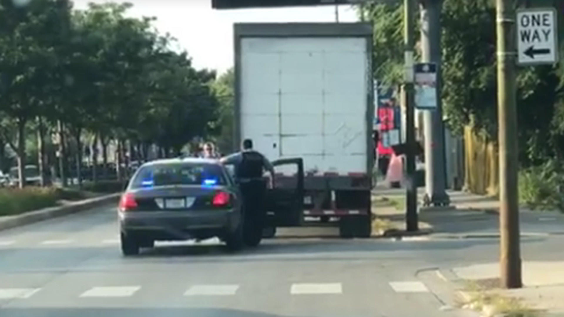 Chicago And Railroad Police Use Of Bait Truck Caught On Viral - Bait car show