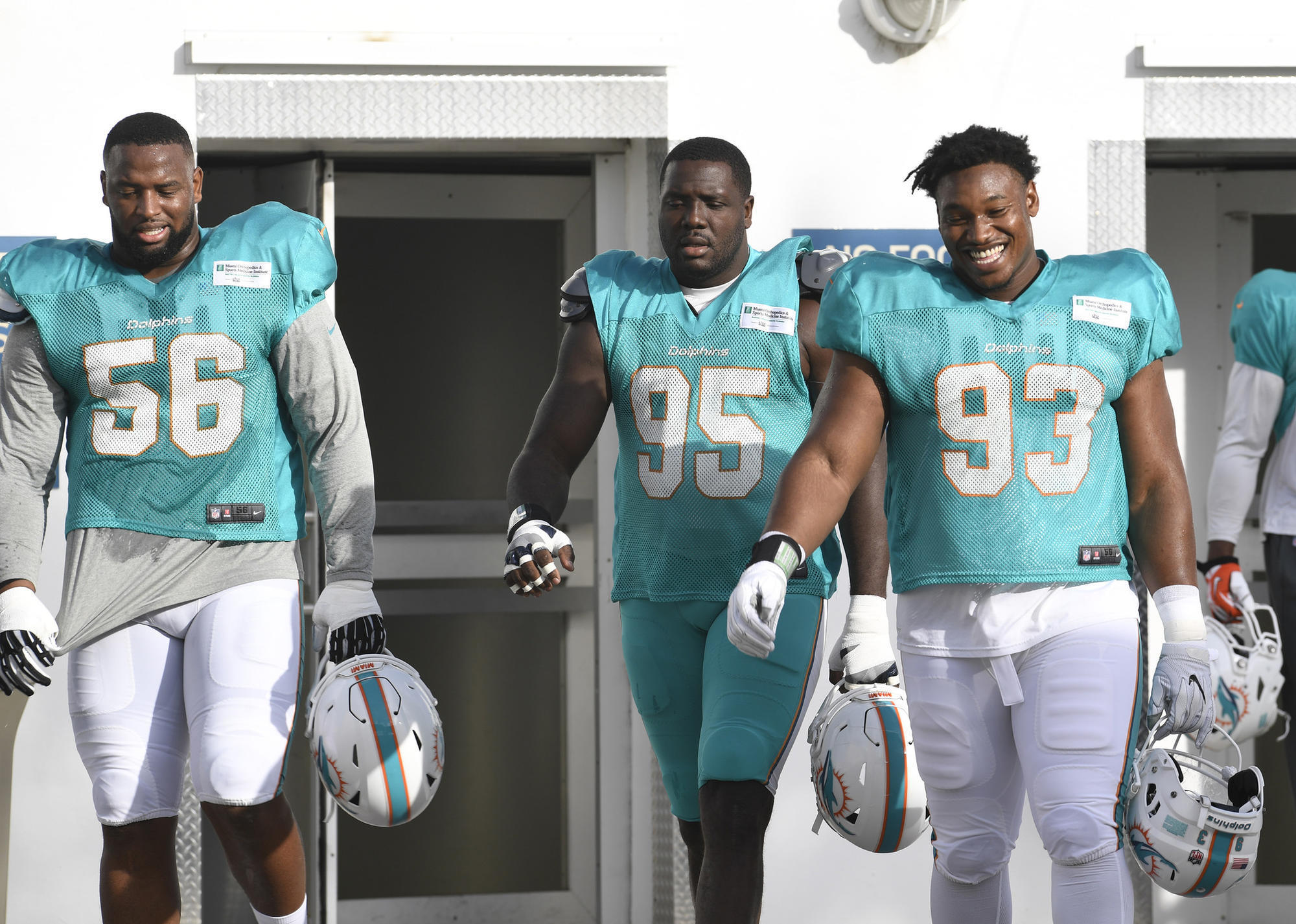 Fl-sp-dolphins-defense-20180812