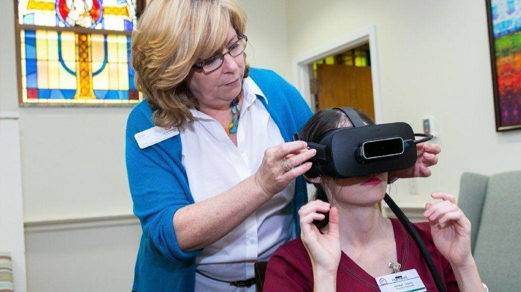 What does it feel like to have Alzheimer's? Virtual reality programs may help you find out
