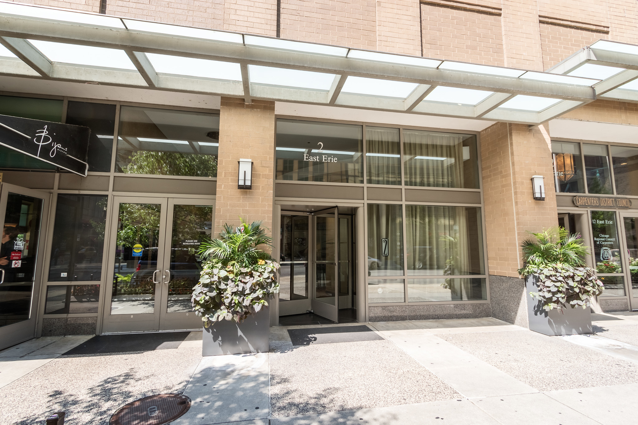 Contemporary home in Chicago high-rise: $1.25M - Chicago Tribune