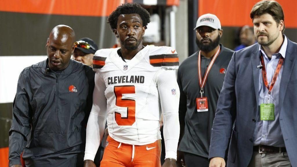 NFL notes: Browns' Taylor hurts hand in victory