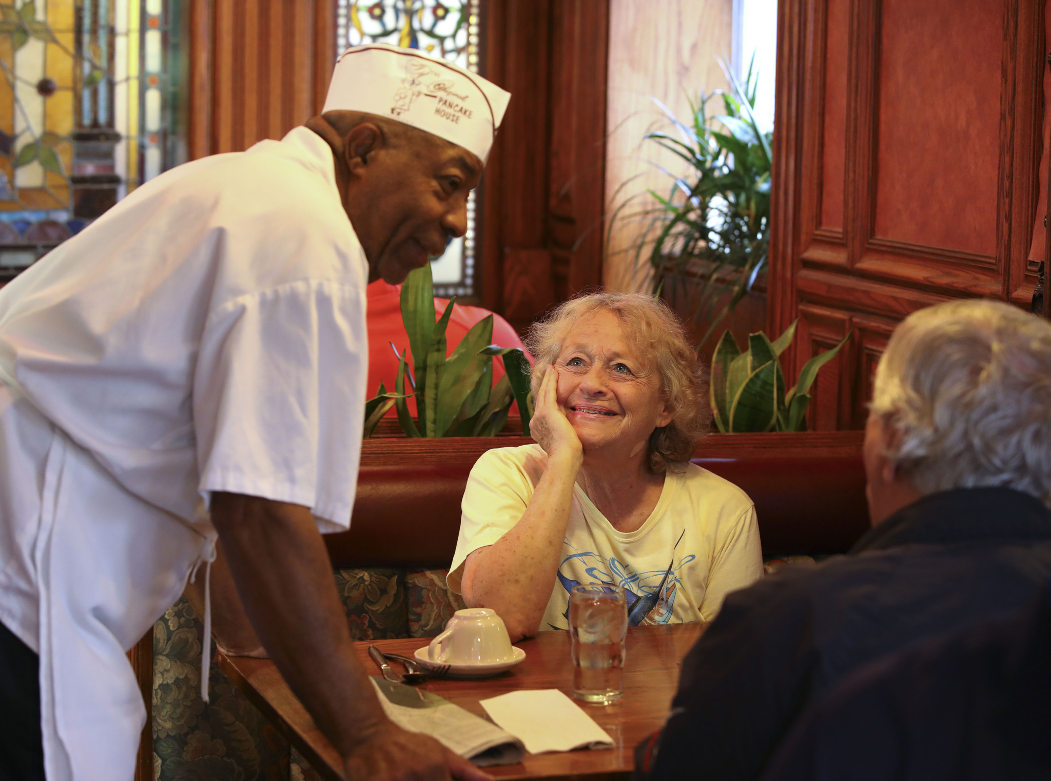 Meet the table busser who's worked at the same Wilmette pancake house for 54 years