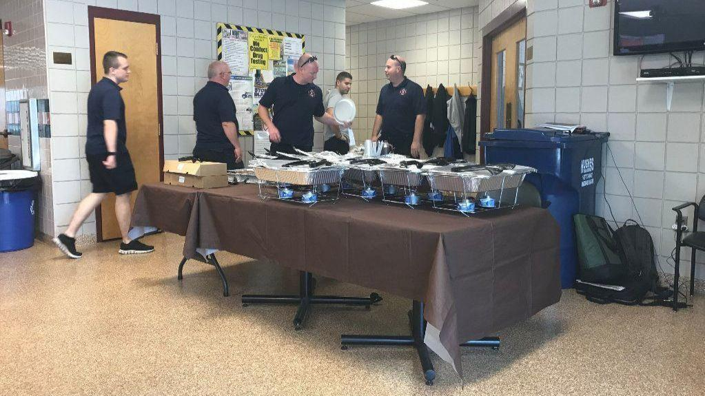 Local olive garden provides meal to westminster first responders in nationwide labor day for Olive garden westminster maryland