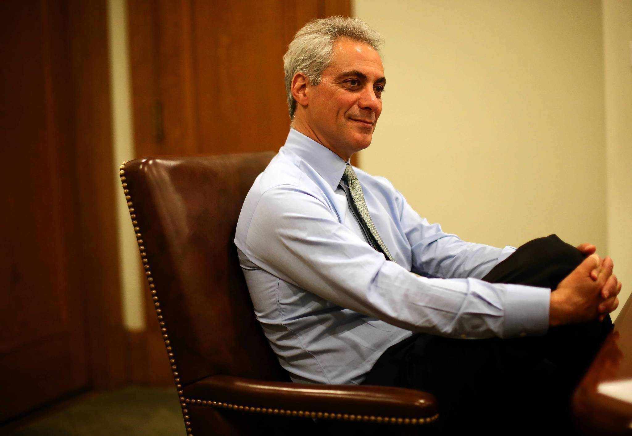 Which books did Mayor Rahm Emanuel read this summer?