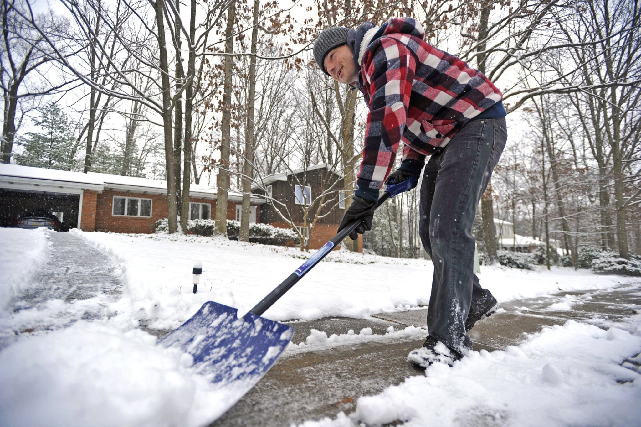 Heavy rain, snow in eastern states thwarts some Thanksgiving travel