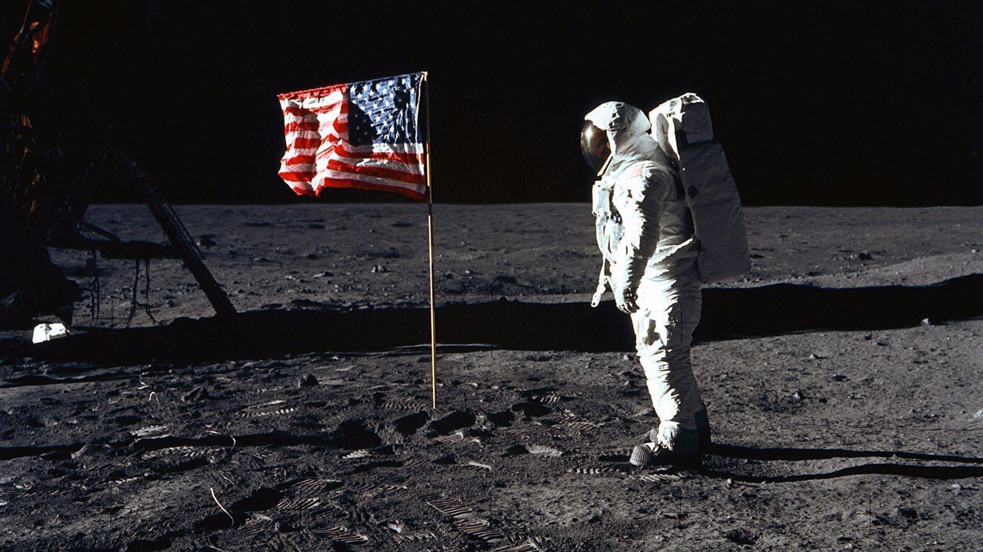 ac5b6864df25 NASA and flag lovers  Don t blast off on  First Man  – yet - Orlando  Sentinel