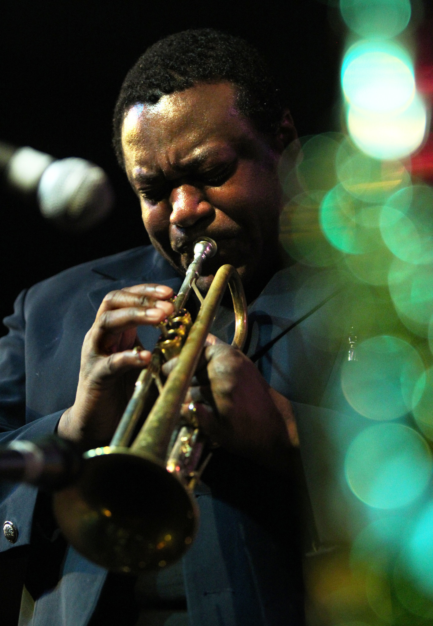 Review Trumpeter Wallace Roney At Jazz Showcase Chicago Tribune