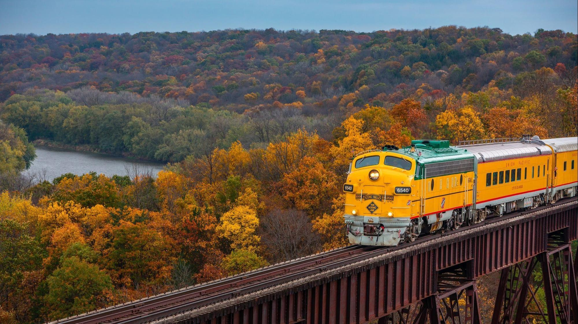 Fall colors by train, a food and wine fest in Wisconsin and more ...