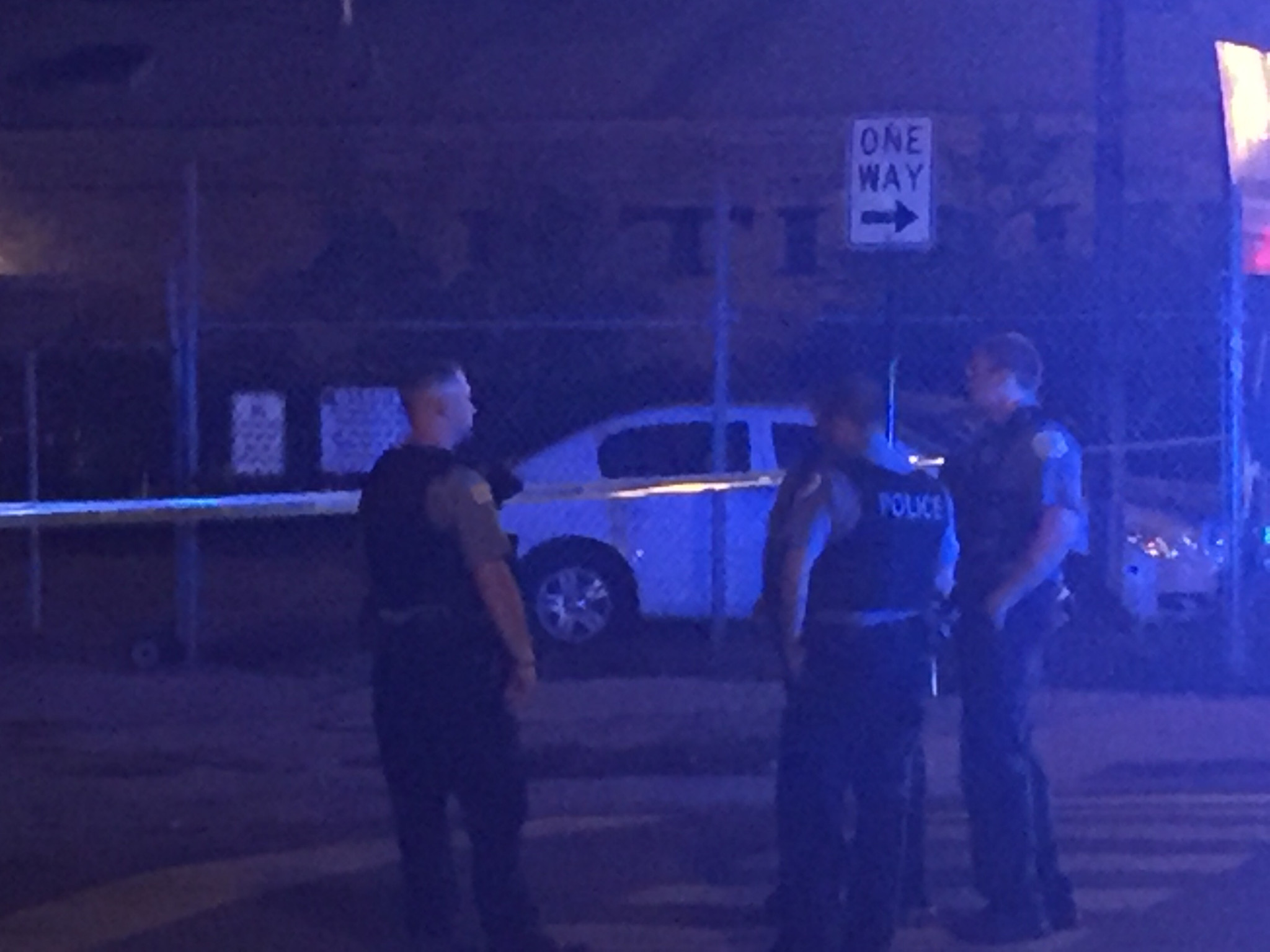 Police squad caught in gunfire prompts SWAT response in Avondale | Chicago Tribune