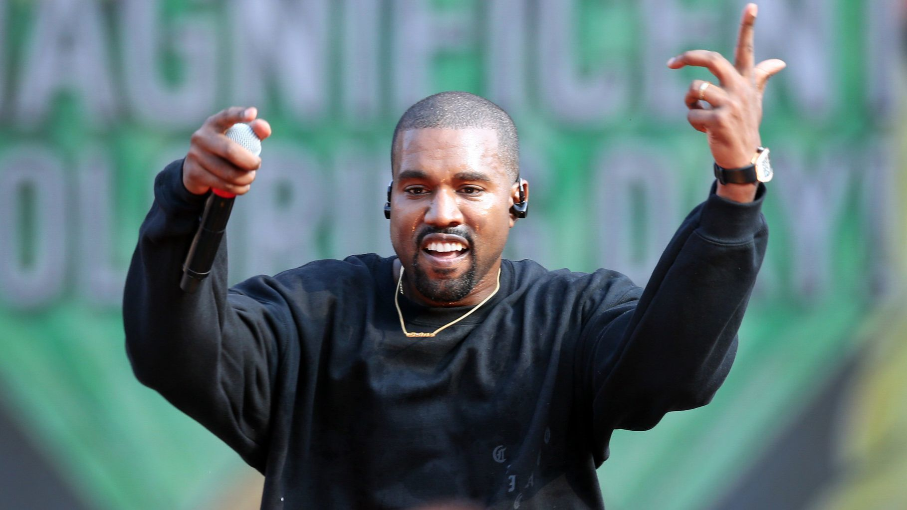 Kanye West to local high schoolers: 'I'm moving back to Chicago' | Chicago Tribune