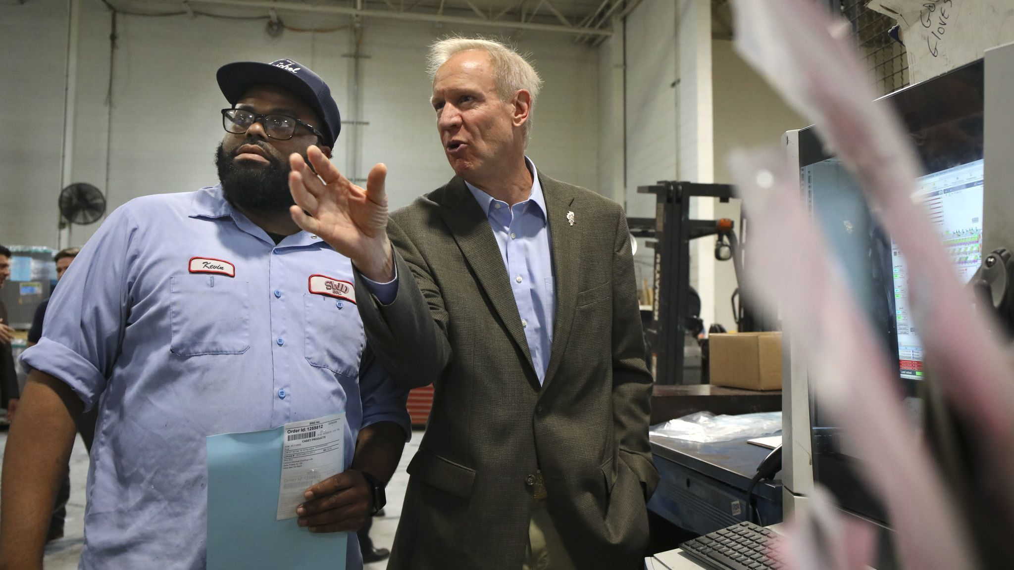 Gov. Bruce Rauner nets endorsement from business groups, assails J.B. Pritzker on tax plan | Chicago Tribune