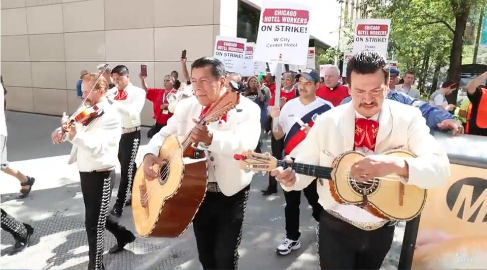 Ct-hoy-trabajadores-de-hoteles-protestan-a-ritmo-de-mariachi-20180919