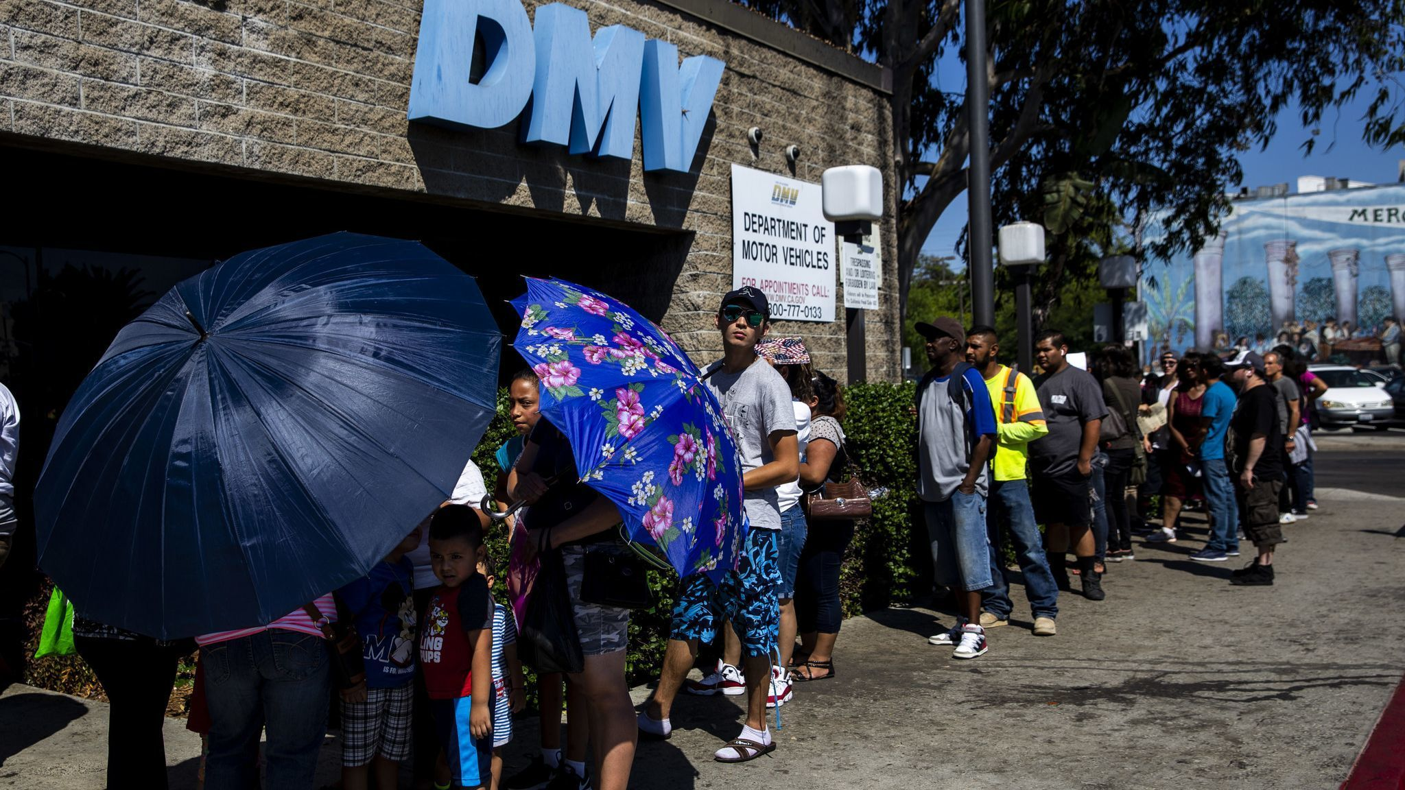 Gov. Jerry Brown orders audit of DMV over hours-long wait times | San Diego Union Tribune