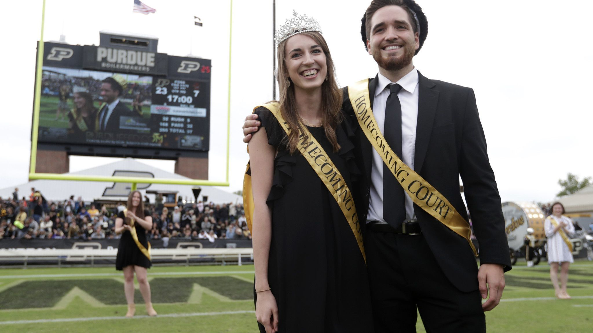 Homecoming goes gender-neutral: More schools ditching king, queen traditions