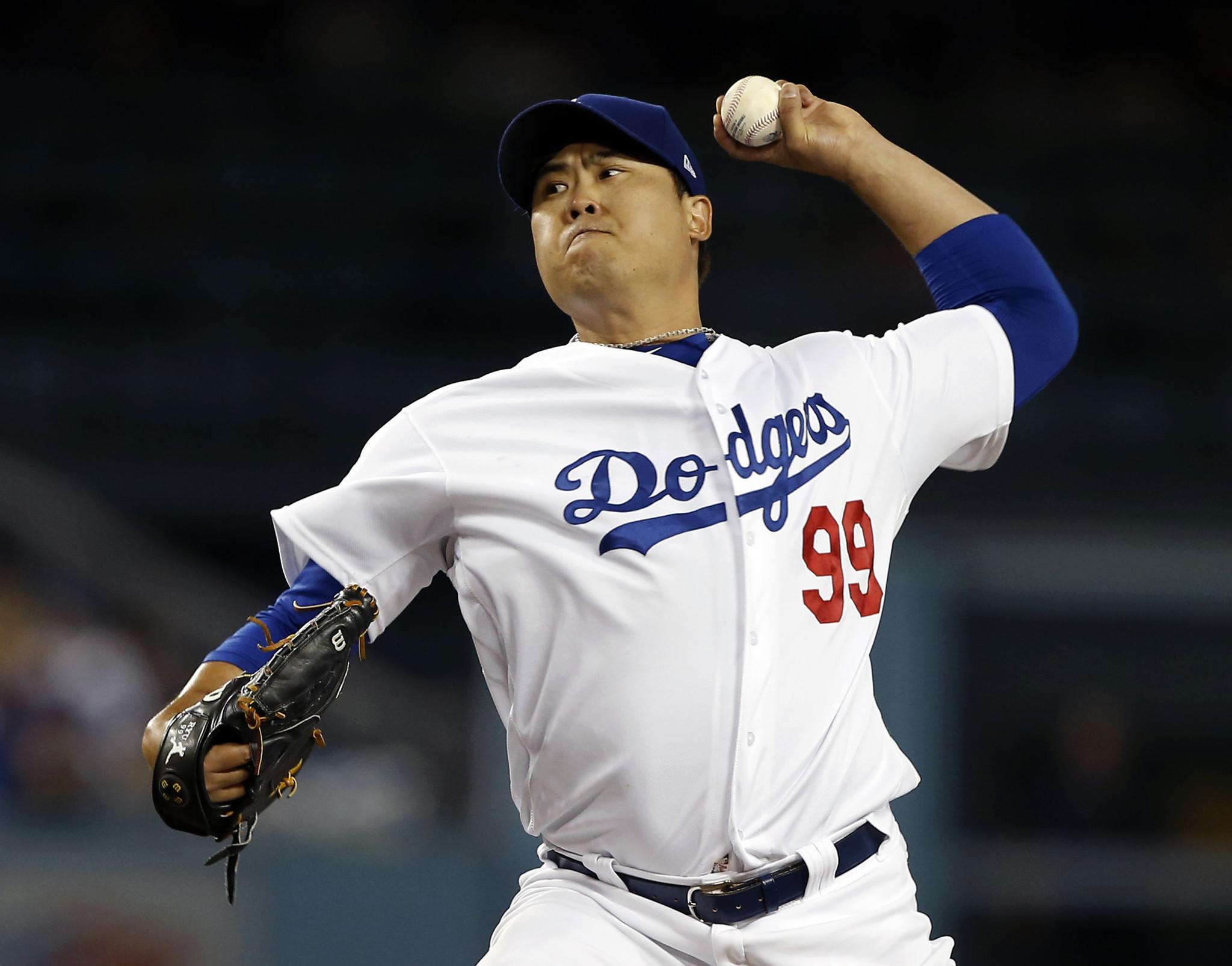 Dodgers anuncian a Ryu, no a Kershaw, para el Juego 1 ante Bravos