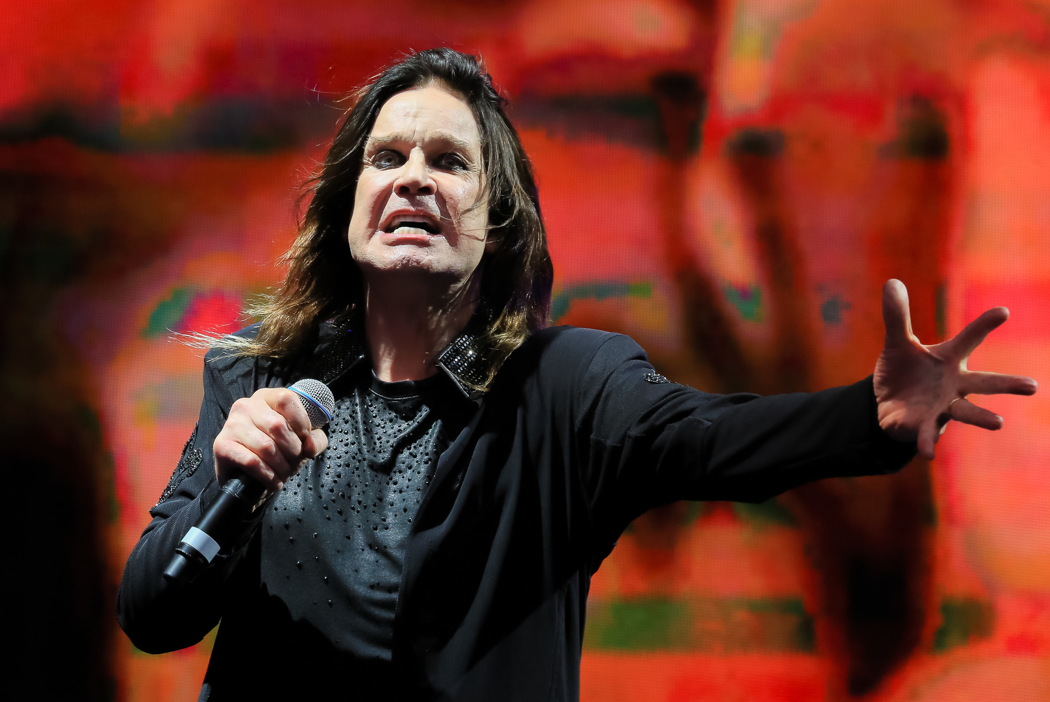 Ozzy Osbourne postpones concert after hand surgery