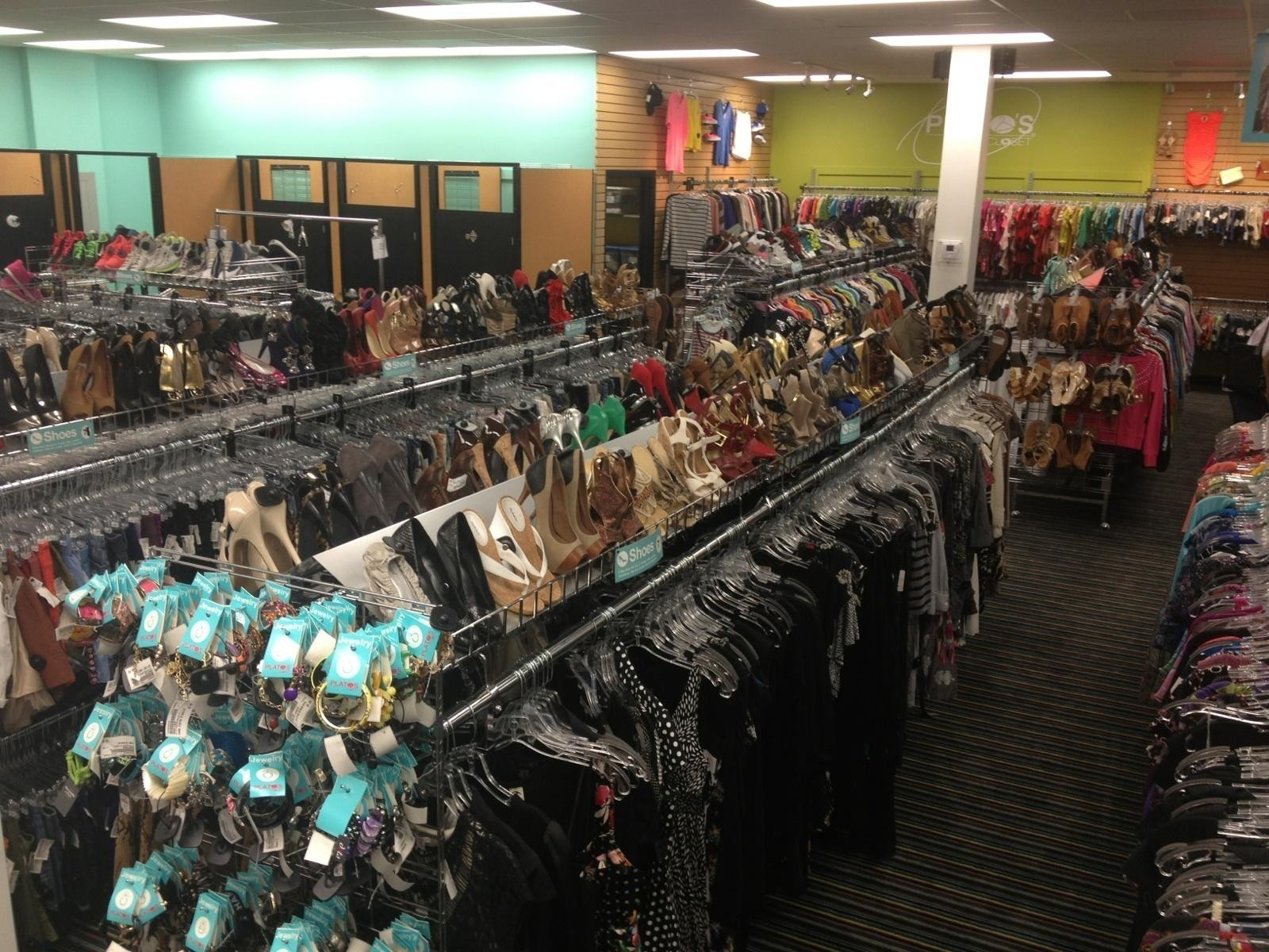Plato S Closet Opens In Fort Lauderdale Selling And Buying