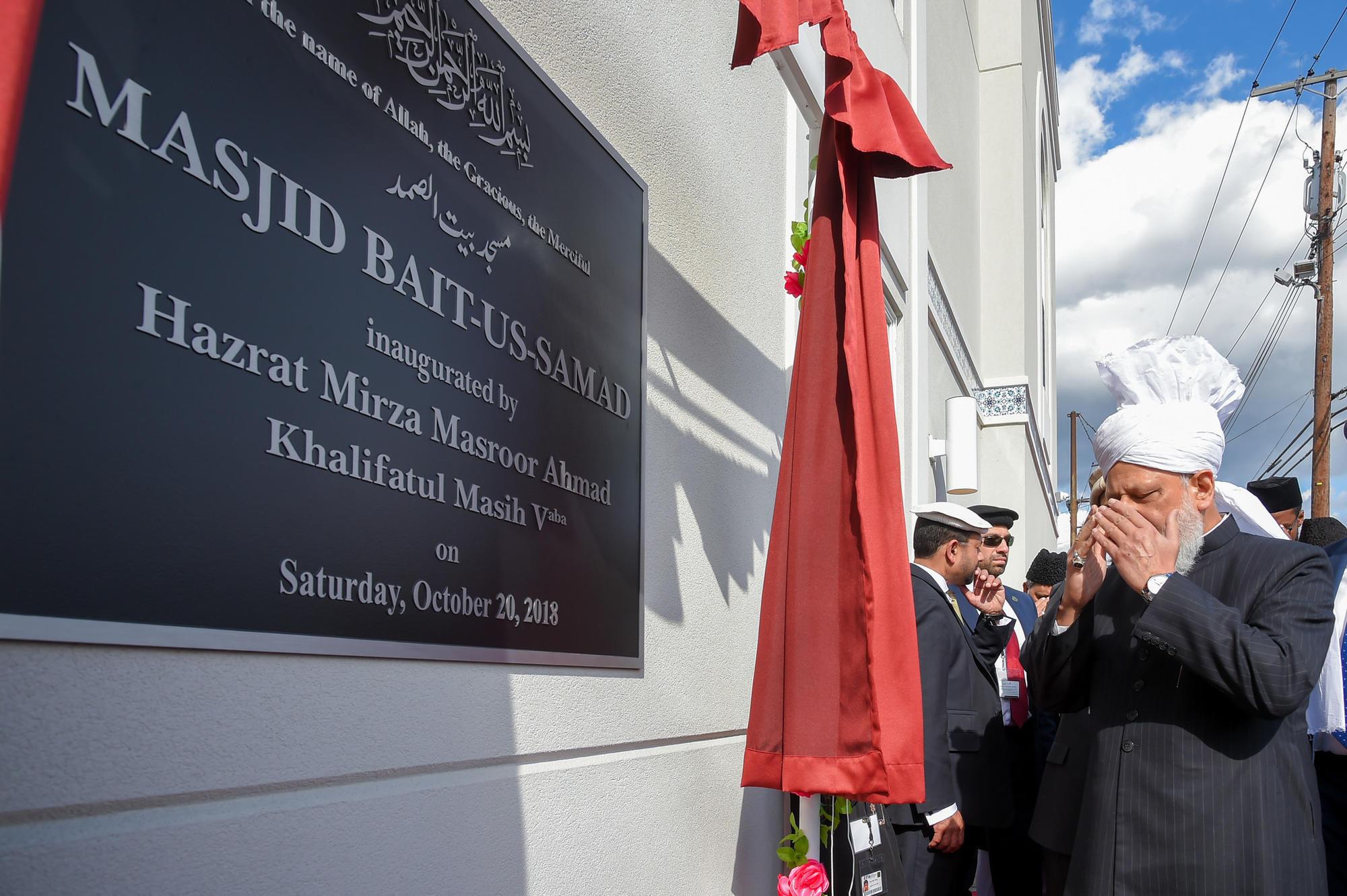 Ahmadi Muslims welcome their spiritual leader to Baltimore County mosque | Baltimore Sun