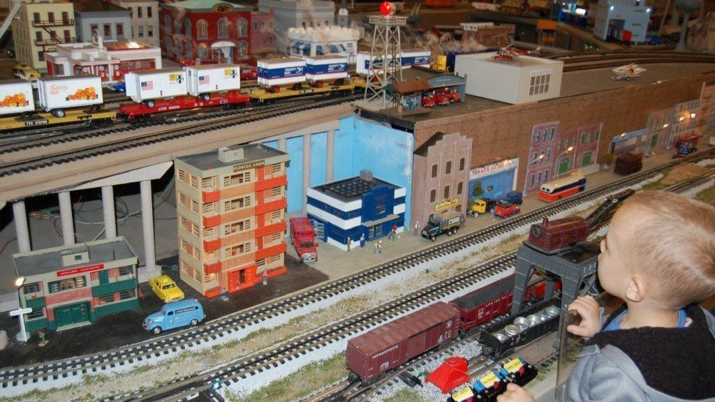 'Trainaholics' get their fill with a mile of model track at Chicagoland Lionel Railroad Club in New Lenox