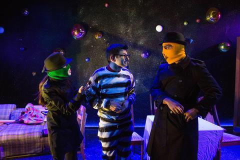 Ensemble membersHannah Toriumi,Kenny MihlfriedandMartel ManninginCosmologiesat the Gift Theatre.