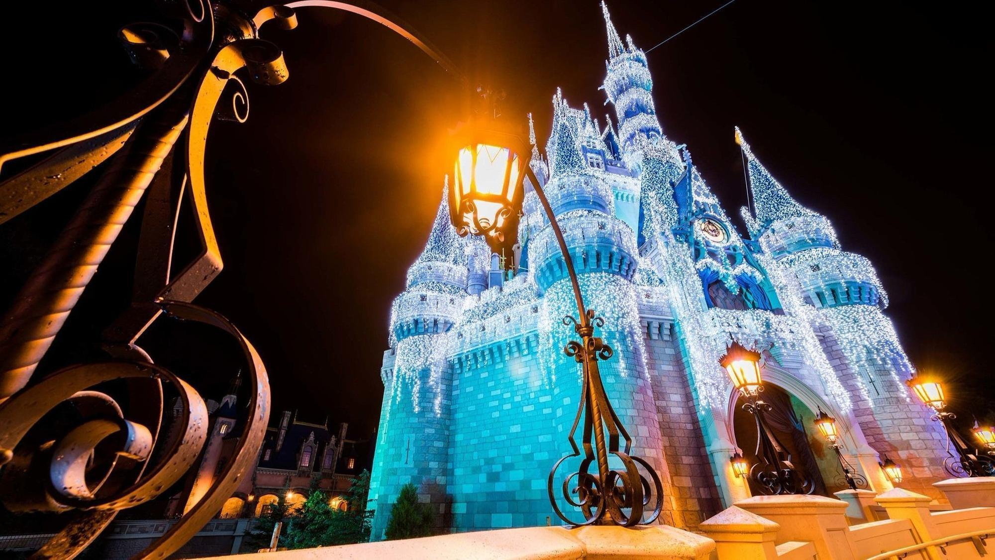 holidays at disney castle will light up and be livestreamed thursday orlando sentinel - Disney World Christmas Lights