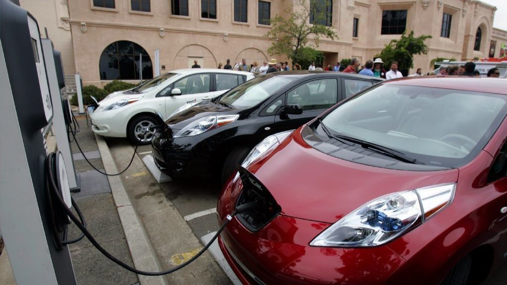 SANDAG calls for dramatic increase in charging stations as sales of electric cars soar | San Diego Union Tribune