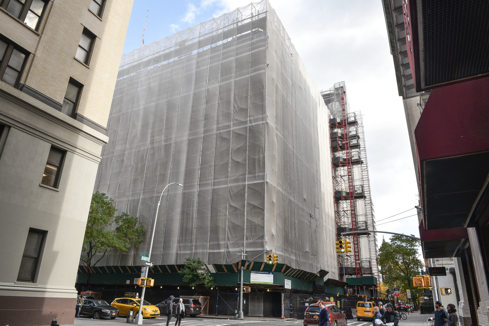 Gramercy residents furious over construction noise, garbage at Washington Irving HS | New York Daily News