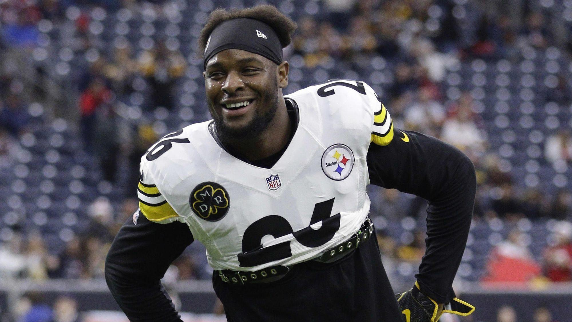 NFL: Steelers running back Le'Veon Bell refuses to sign tag, out for 2018