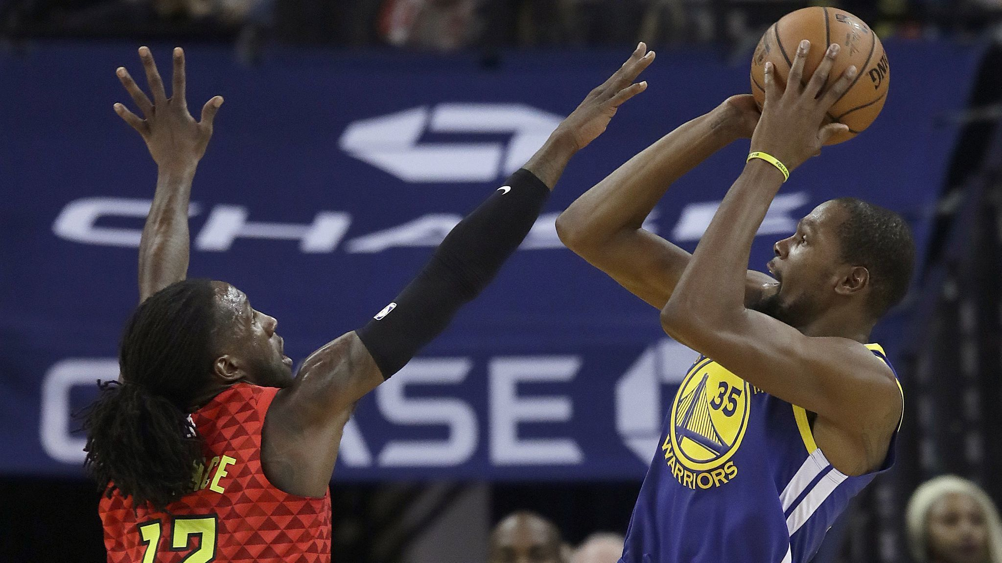 NBA: Kevin Durant leads Warriors over Hawks after Draymond Green's suspension