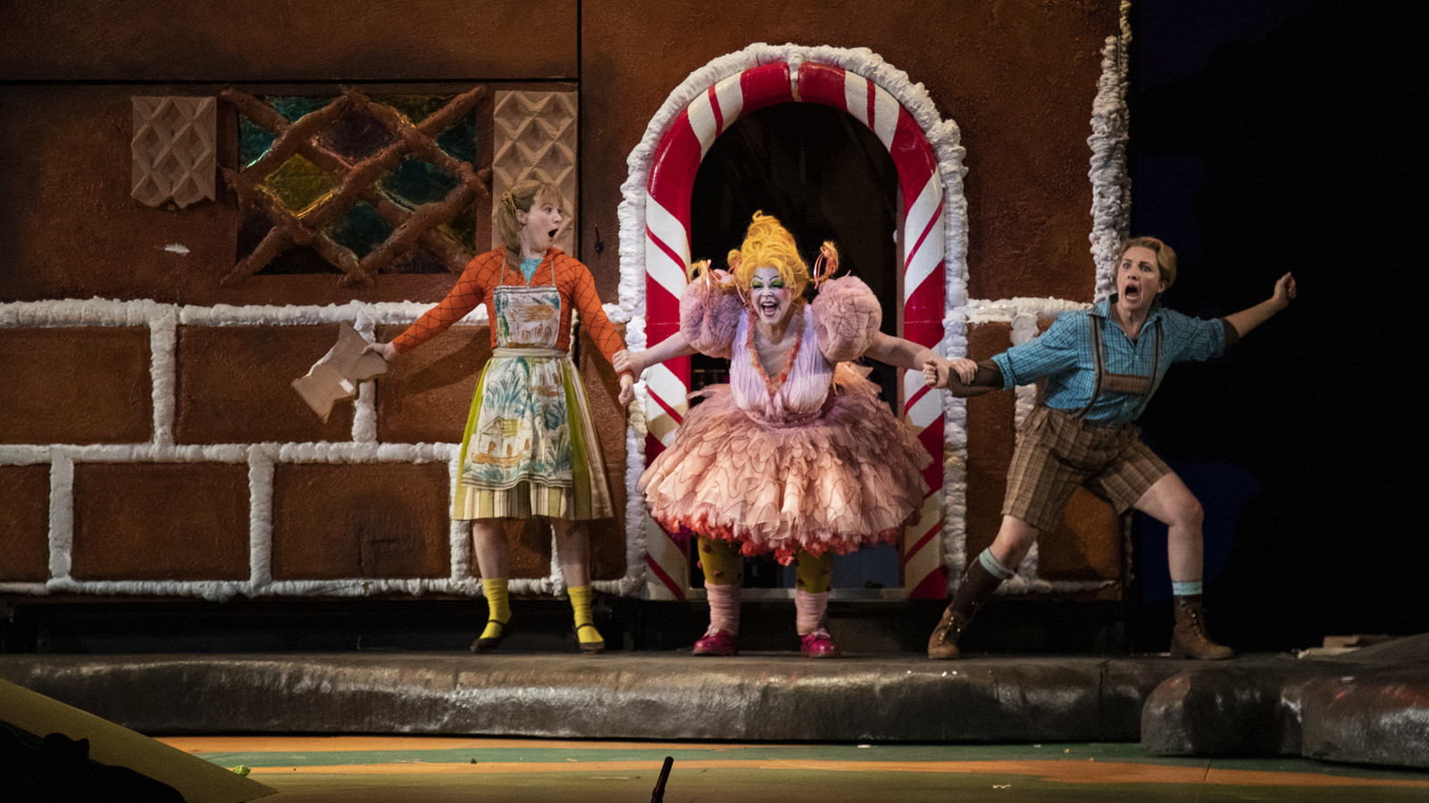 Review: L.A. Opera's colorful reprise of Humperdinck's 'Hansel and Gretel'