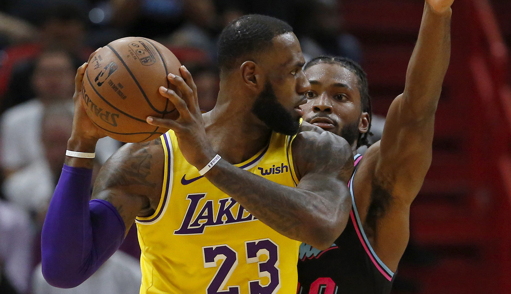 LeBron James scores 51 as Lakers roll past Heat 113-97