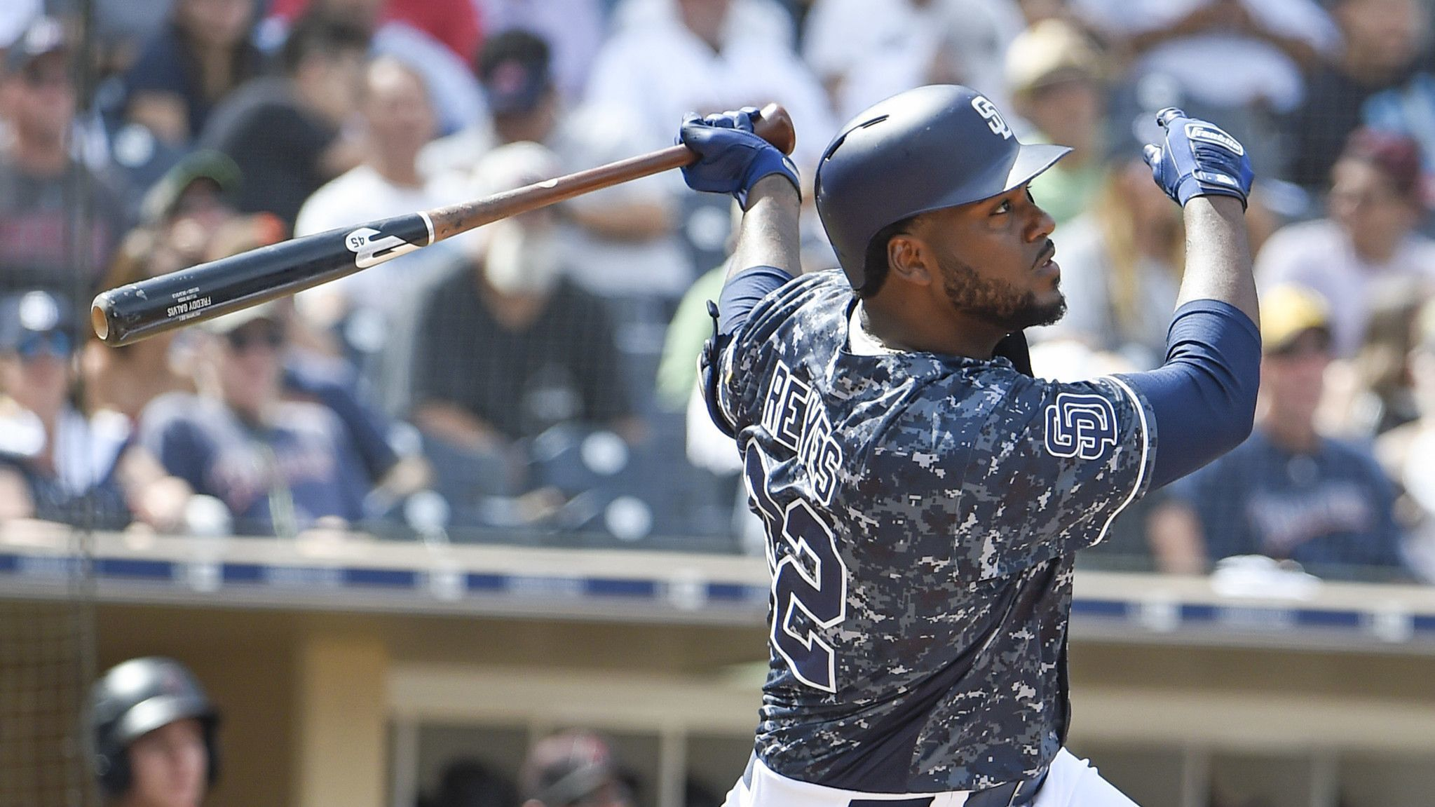 Padres' Franmil Reyes remains hot in winter ball