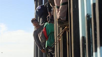 Los 42 inmigrantes detenidos en frontera de EE.UU. no afrontarán cargos